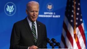 Tổng thống đắc cử Joe Biden phát biểu trong buổi công bố hôm thứ Bảy 16/1 tại nhà hát The Queen ở Wilmington, Delaware. (Hình ảnh Alex Wong / Getty)