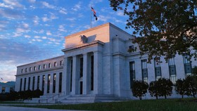 Cục Dự trữ Liên bang Hoa Kỳ toạ lạc tại Đại lộ Hiến pháp, Washington, D.C.  Ảnh: FDL MEDIA GROUP