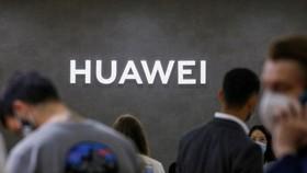 """Tổng thống Biden siết chặt hơn """"danh sách đen"""" công ty Trung Quốc?"""