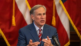 Thống đốc Texas Greg Abbott