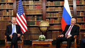Tổng thống Mỹ Joe Biden (trái) và Tổng thống Nga Vladimir Putin tại hội nghị thượng đỉnh ở Geneva, Thụy Sĩ, ngày 16/6/2021. Ảnh: THX/ TTXVN