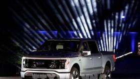 Mẫu xe bán tải F-150 Lightning của Ford được giới thiệu tại buổi lễ ở Dearborn, bang Michigan, Mỹ. Ảnh: AFP/TTXVN