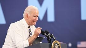 Tổng thống Joe Biden phát biểu tại Mack Truck Lehigh Valley Operations vào ngày 28 tháng 7 năm 2021 ở Macungie, Pennsylvania. @ Michael M. Santiago / Getty