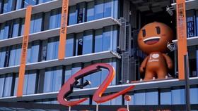 Logo Alibaba tại trụ sở công ty này ở Hàng Châu, Trung Quốc - Ảnh: Reuters.