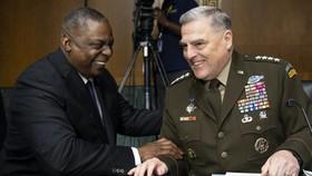 Bộ trưởng Quốc phòng Lloyd Austin, trái, và Chủ tịch Hội đồng Tham mưu trưởng Liên quân, Tướng Mark Milley. @Caroline Brehman-Pool/Getty Images