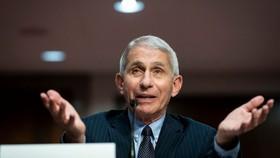 Tiến sĩ Anthony Fauci phát biểu trong phiên điều trần của Thượng viện vào ngày 30 tháng 6 năm 2020 tại Washington, DC. Al Drago & # 8211; Hình ảnh Pool / Getty