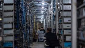 """Những người khai thác tiền điện tử tại Trung Quốc ngày càng có nhiều """"kế sách"""" nhằm thoát khỏi sự truy lùng của chính phủ. Ảnh: Getty Images."""