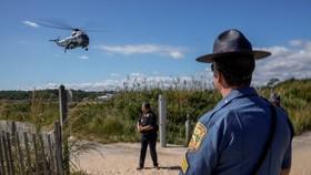 Ông Biden đi trực thăng về tư dinh ở Rehoboth ngày 20/9/2021. REUTERS/Ken Cedeno