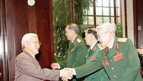 Tổng Bí thư Nguyễn Phú Trọng, Bí thư Quân ủy Trung ương với các đại biểu dự Lễ kỷ niệm 100 năm Ngày sinh Đại tướng Văn Tiến Dũng