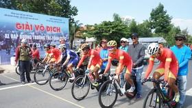 Đội tuyển xe đạp đường trường nam kiểm tra chuyên môn.                                  Ảnh: Gia Mẫn
