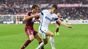 Ivan Perisic (phải) chơi rất hay ở Inter.