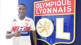 Marcelo ra mắt Olympique Lyon.