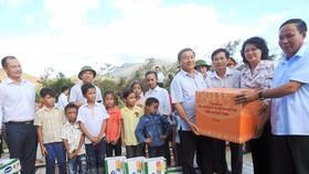 Hơn 110 ngàn ly sữa cứu trợ cho trẻ em vùng lũ Hà Tĩnh và Quảng Bình
