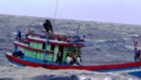 Đưa 4 ngư dân bị nạn trên biển vào bờ an toàn