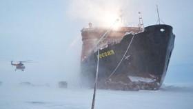 Tàu phá băng Nga tại Bắc Cực. Ảnh: RIA Novosti
