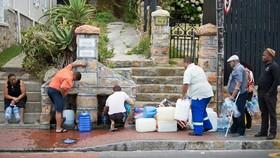 """Cape Town lùi """"Ngày không nước"""""""