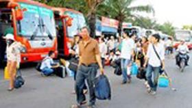 Đi lại dịp lễ 30-4 và 1-5: Bến xe, sân bay đông nghịt