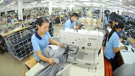 Hàng dệt may chật vật giữ vị thế xuất khẩu