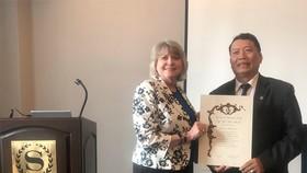 Người Việt Nam đầu tiên được phong Viện sĩ IAQ
