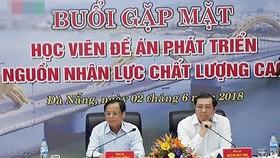 Lãnh đạo TP Đà Nẵng đối thoại với các học viên tham gia Đề án 922. Ảnh: VOV