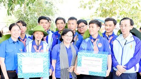 Lãnh đạo TPHCM thăm chiến sĩ tình nguyện Mùa hè xanh