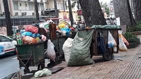 Vận động người dân  không xả rác ra đường, kênh rạch