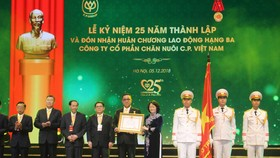 Công ty cổ phần Chăn nuôi C.P. Việt Nam nhận Huân chương Lao động hạng ba
