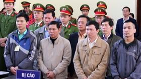 Vụ án tai biến chạy thận ở Hòa Bình: Không dừng xử dù luật sư tuyên bố có chứng cứ mới