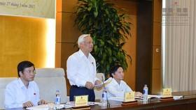 Phó Chủ tịch Quốc hội, Trưởng Đoàn giám sát Uông Chu Lưu phát biểu tại Phiên họp         Ảnh: Đình Nam