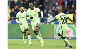 Yaya Touré gia hạn thêm 1 năm