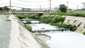 Tình trạng ô nhiễm kênh Ba Bò gây ảnh hưởng nghiêm trọng đến người dân.