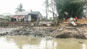 Khu Quản lý đường thủy nội địa (thuộc Sở GTVT TPHCM) đang thi công dự án xây kè chống sạt lở tại huyện Nhà Bè