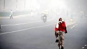 Ấn Độ phun nước giảm ô nhiễm khói bụi