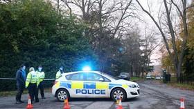 Cảnh sát Anh phong tỏa hiện trường - Ảnh Independent