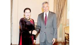 Chủ tịch Quốc hội Nguyễn Thị Kim Ngân hội kiến với Thủ tướng Singapore Lý Hiển Long. Ảnh: TTXVN