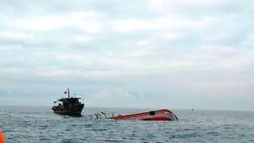 Chìm tàu, 11 thuyền viên được cứu, 2 người mất tích