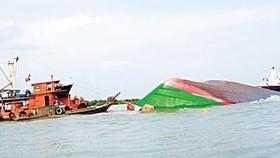 Lật thuyền cá, 2 ngư dân mất tích