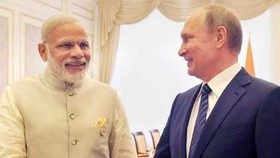 Thủ tướng Ấn Độ Narendra Modi (trái) và Tổng thống Nga Vladimir Putin. Nguồn: NDTV.COM