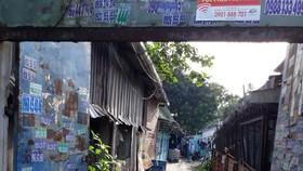 Đường vào dãy nhà trọ được cho là sang nhất nhì khu làng đại học