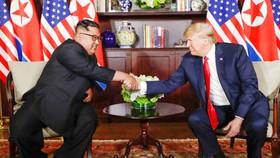 Tổng thống Mỹ Donald Trump và nhà lãnh đạo Triều Tiên Kim Jong-un ở cuộc gặp thượng đỉnh lần đầu tiên tại Singapore hồi tháng 6-2018