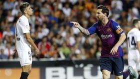 Messi sau khi ghi bàn vào lưới Valencia.