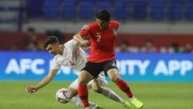 Hàn Quốc (áo đỏ) thắng tối thiểu 1 - 0 trước Philippines