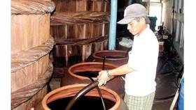 Sản xuất nước mắm truyền thống tại Phú Quốc
