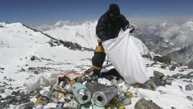 Nepal dọn rác ở núi Everest