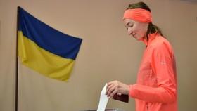 Cử tri bỏ phiếu trong cuộc bầu cử Tổng thống vòng hai