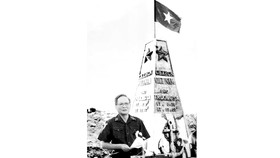 Đại tướng Lê Đức Anh, Bộ trưởng Bộ Quốc phòng đọc lời thề bảo vệ biển đảo của Tổ quốc trong lễ kỷ niệm Ngày truyền thống Quân chủng Hải quân tại đảo Trường Sa Lớn (quần đảo Trường Sa), ngày 7-5-1988.