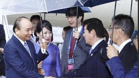 Thủ tướng Chính phủ Nguyễn Xuân Phúc và Phu nhân cùng Ðoàn đại biểu cấp cao Việt Nam đã đến thành phố Osaka vào chiều 27-6-2019. Ảnh: TTXVN