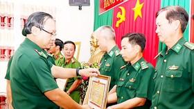Thiếu tướng Nguyễn Hoài Phương tặng bằng khen cho 10 đơn vị có thành tích xuất sắc trong đấu tranh phòng chống ma túy