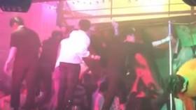 Hình ảnh trong hộp đêm sau vụ sập gác xép. Nguồn: YouTube