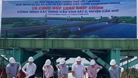 Lễ hợp long cầu Vàm Sát 2 ở huyện Cần Giờ. Ảnh: Báo Giao thông